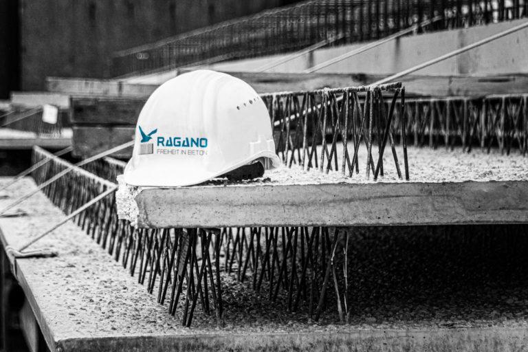 Ragano Helm auf einer Baustelle